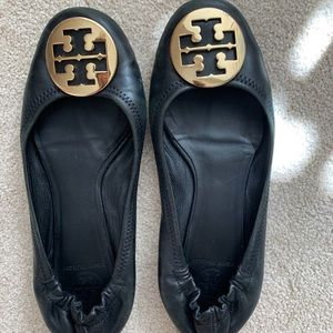 Tory Burch flats in great condition!